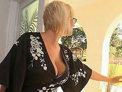 Boss Blonde Glasses Housewife