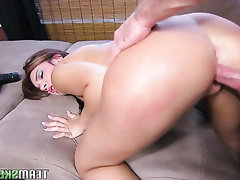 Amateur Asian Babe Big Ass Blowjob